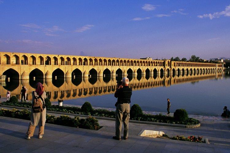 در پی توافق هسته ای، ایران سالانه ۲۰ میلیون گردشگر جذب میکند