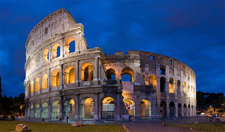 Tourist-Attractions-in-Italy-Rome-Colosseum