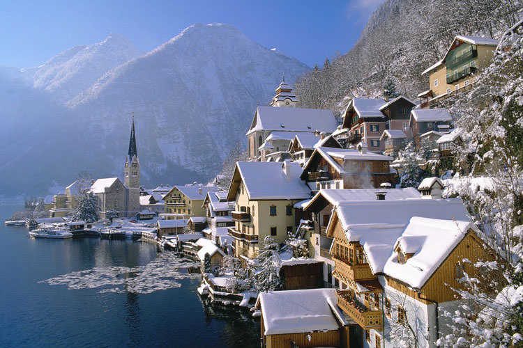 Hallstatt_in_Winter_Austria