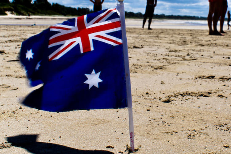 australia-people-at-the-beach