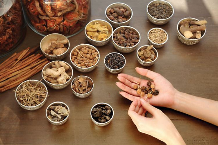 chiang-mai-spa-treatment-ayurvedic-herbal-preparation-1