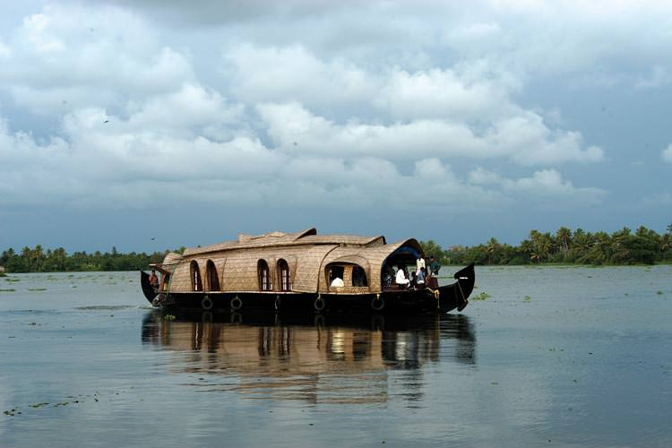 houseboat_in_the_backwaters_of_kerala_24