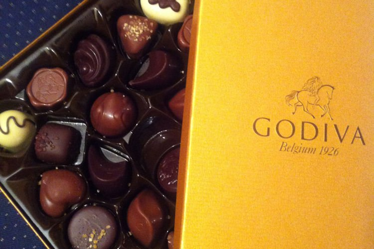 Godiva_belgian_chocolate_golden_box_24