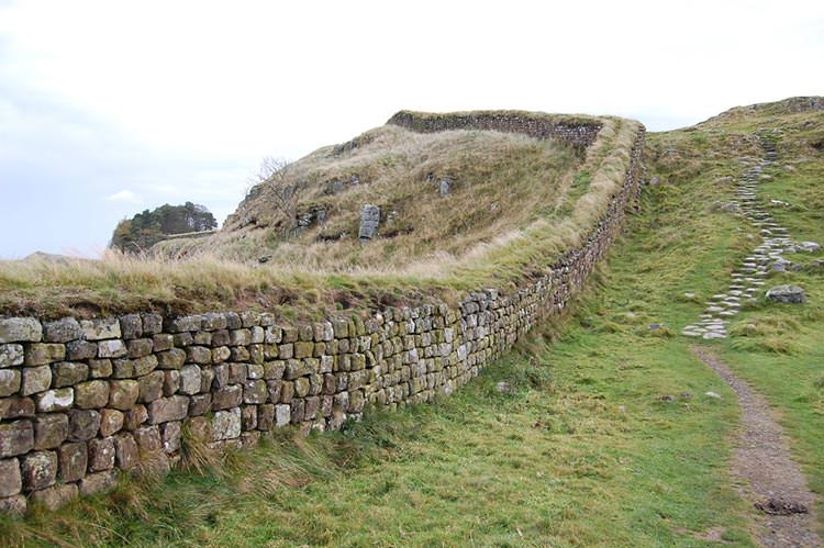 Hadrians_Wall_west_of_Housesteads_4__880