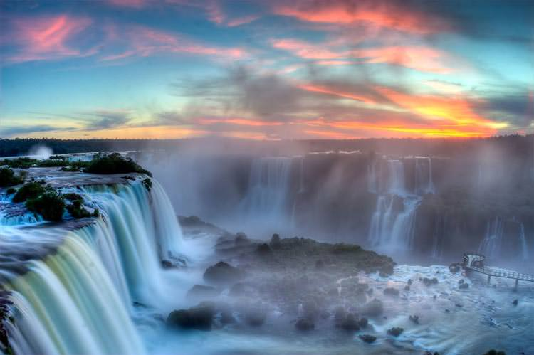 Sunset_over_Iguazu2__880