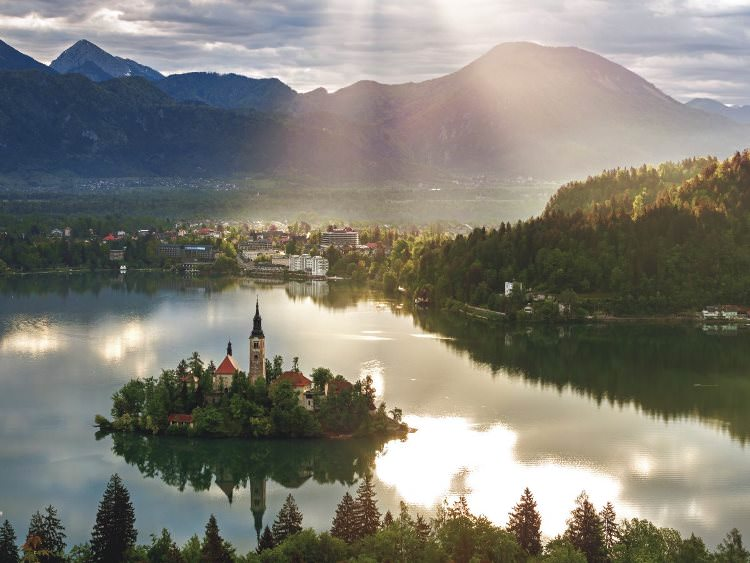 25-slovenia--like-the-czech-republic-education-in-slovenia-scored-very-highly-however-finishing-58th-out-of-142-in-the-economy-index-meant-that-slovenia-fell-one-place-this-year