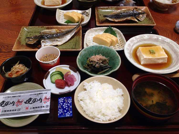 japan-traditional-breakfasts-include-miso-soup-steamed-white-rice-pickled-vegetables-and-proteins-like-fish-and-japanese-omelet-or-tamagoyaki
