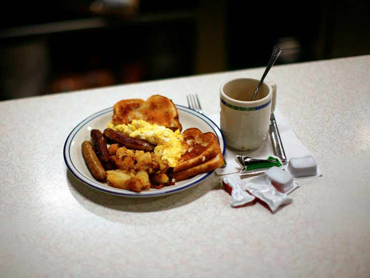united-states-breakfast-foods-vary-widely-from-place-to-place-but-eggs-potatoes-and-bacon-or-sausage-is-the-common-trinity