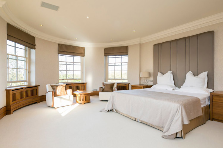 the-richest-overseas-students-spend-a-huge-5000-7701-per-week-on-luxury-flats-that-have-bedrooms-bigger-than-the-average-london-flat-this-is-a-bedroom-in-abbey-lodge-near-regents-park