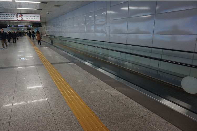 there-was-also-this-moving-walkway-for-slow-walkers-like-me