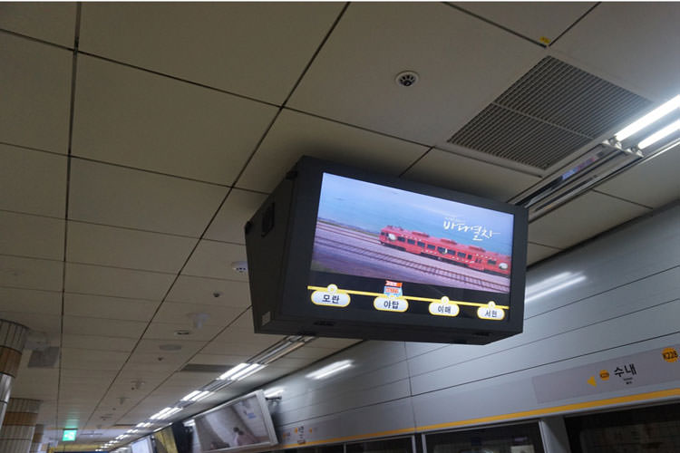 these-screens-show-where-the-train-is-in-real-time-it-gives-you-an-idea-of-how-much-more-you-need-to-wait-on-the-platform