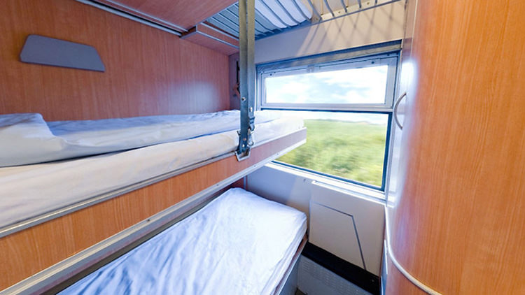 train-bed