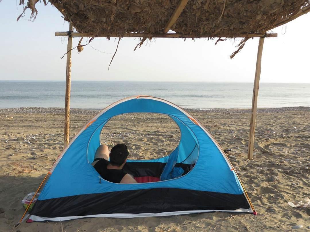 ارش کمپ در کنار ساحل زیبای درک