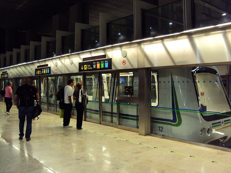 ایستگاه مترو فرودگاه مادرید