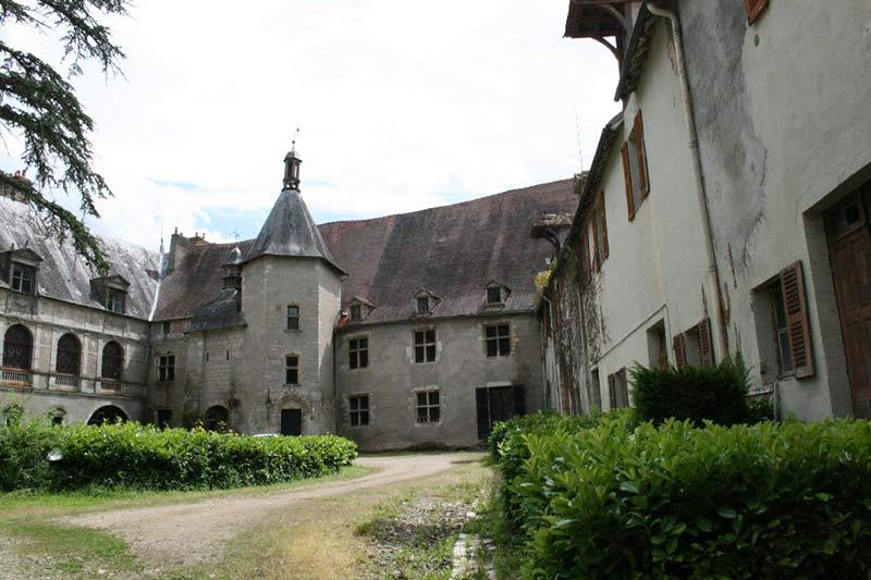 کاخ تسخیر شده Château de Veauce در فرانسه