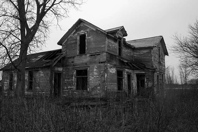خانه تسخیر شده و ترسناک