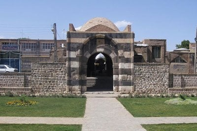 دروازه سنگی خوی، تنها دروازه سنگی پابرجا در ایران