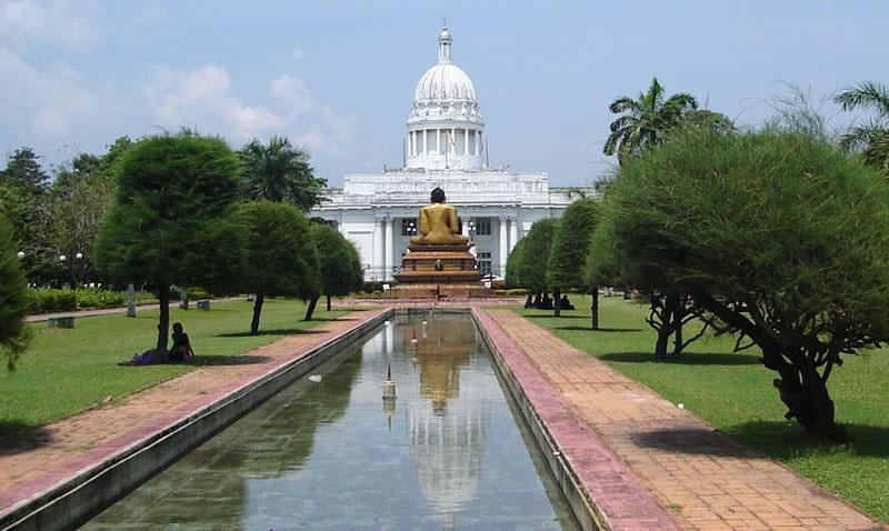 بهترین زمان سفر به کلمبو؛ بندری از درختان پر برگ انبه در سریلانکا