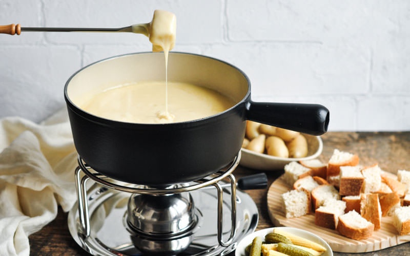 فوندوی پنیر (Cheese fondue)