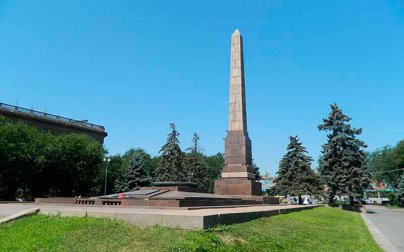 میدان مبارزان افتاده (The Square of Fallen Fighters)