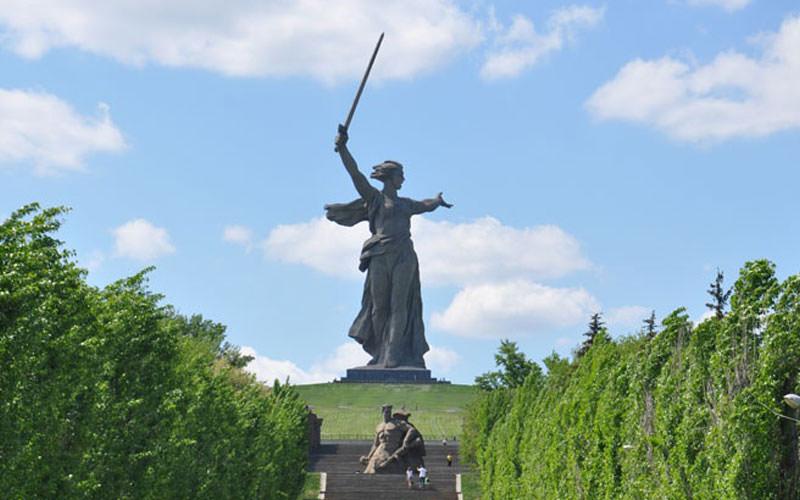 مجسمه مامایف گورکان