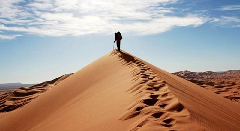 Trail of a tourist on the sand of Maranjab desert