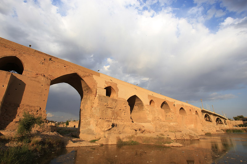 The openings of the old bridge of Dezful