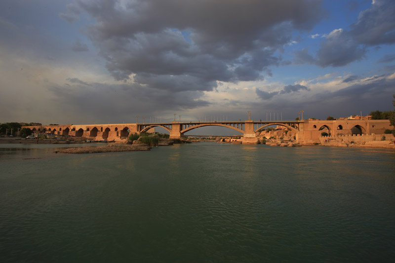 Around view of Dezful Sassanid bridge