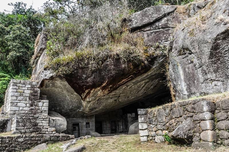 معبد ماه داخل یک غار در پرو