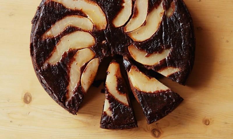 کیک وارونه گلابی و شکلات
