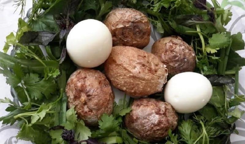 سیب زمینی آبپز و تخم مرغ
