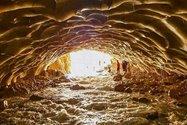 غار زیبای یخی
